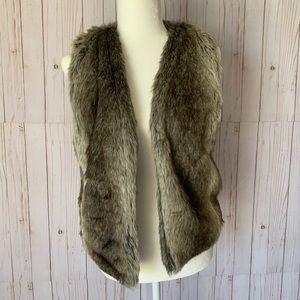 dELiA*s faux fur vest, never worn! Size M